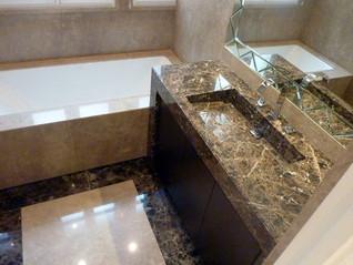 Столешница в ванную - мрамр Emperador
