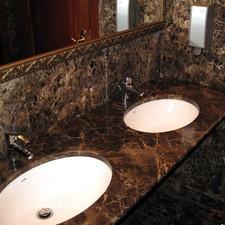Столешница в ванную из камня Emperador