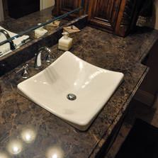 Столешница в ванную. Камень - мрамор Emperador