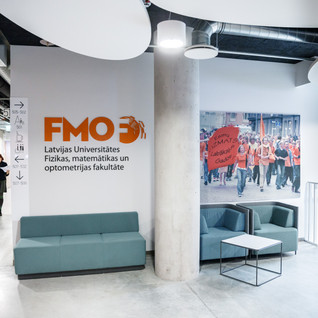 Pie LU FMOF dekanāta Zinātņu mājas 5. stāvā