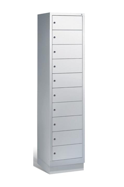 Stålskab m. 10 aflåselige rum / steel cabinet w. 10 lockable compartments