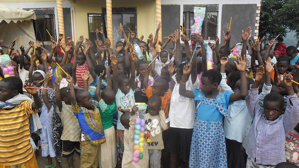 Lwengo Needy Children get Pencils