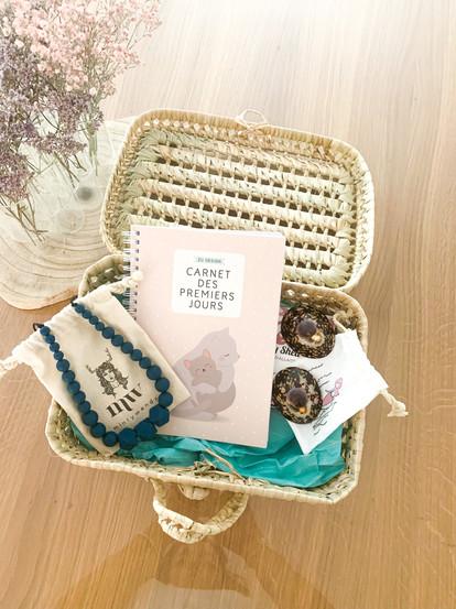 Tibitibi-coffret-carte-naissance-allaitement-coquillage-collier-portage-carnet-permiers-jo