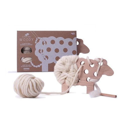 Woody, le mouton à tricoter