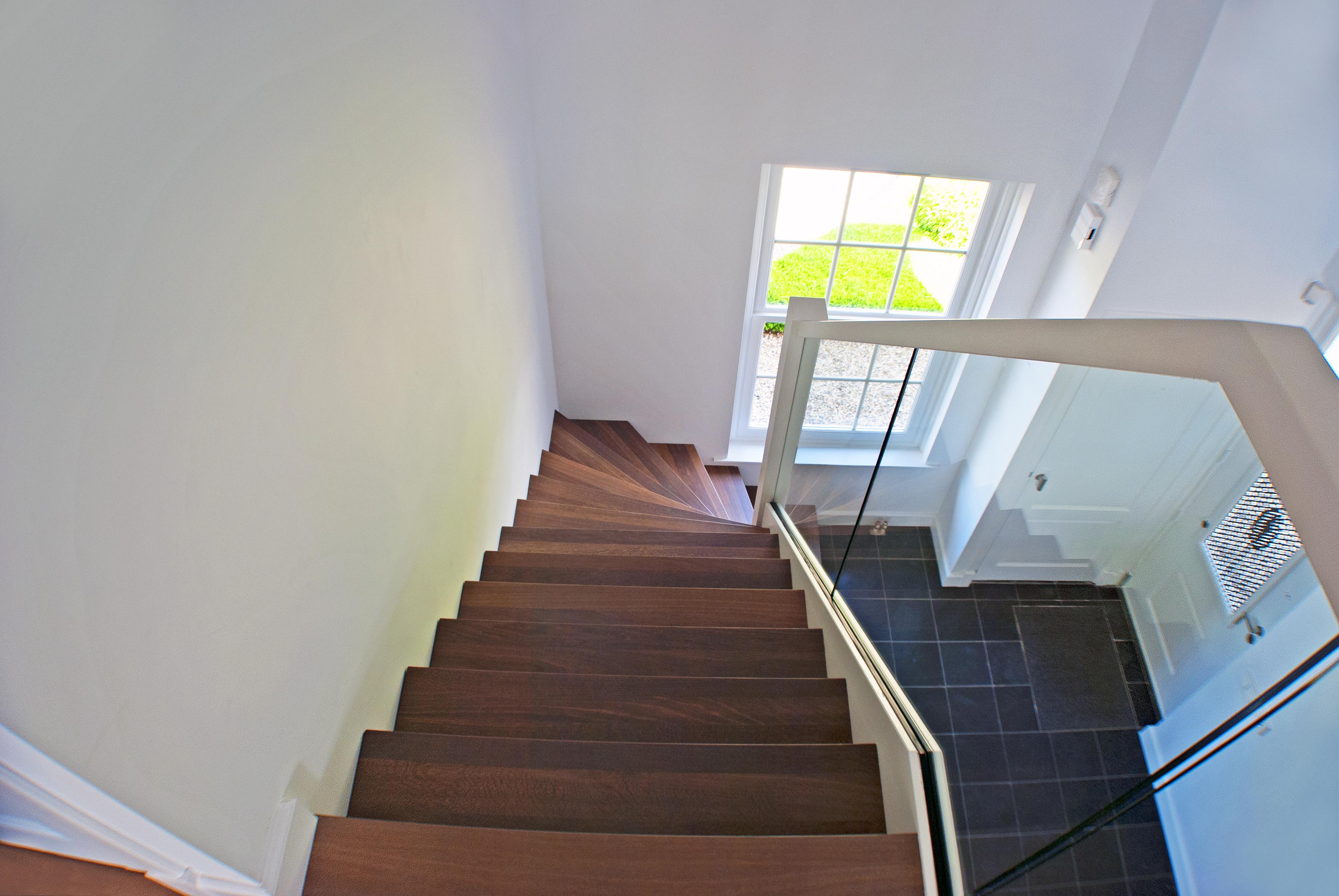 Van bruchem staircases moderne trap met glas