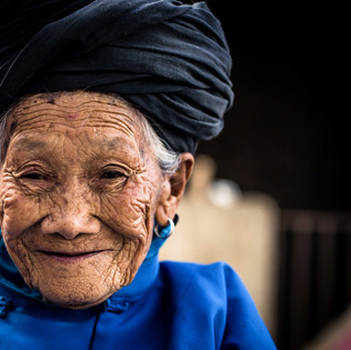92 and still growing and harvesting her own vegetables in Yunnan