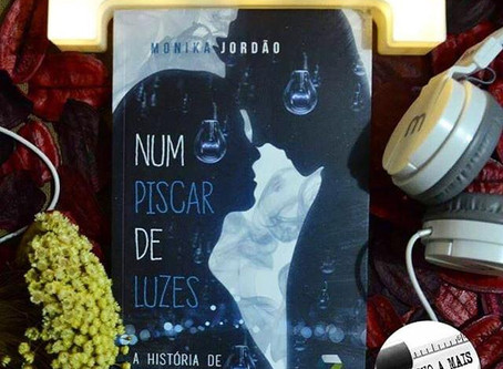 """Resenha do livro """"Num piscar de luzes"""" por @umtrechoamais"""