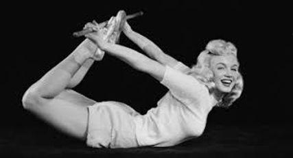 Marilyn Monroe fait du yoga