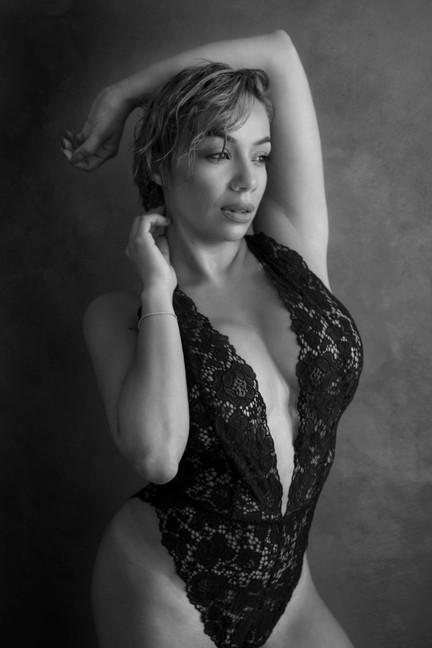 sexy-classy-black-white-lingerie-boudoir