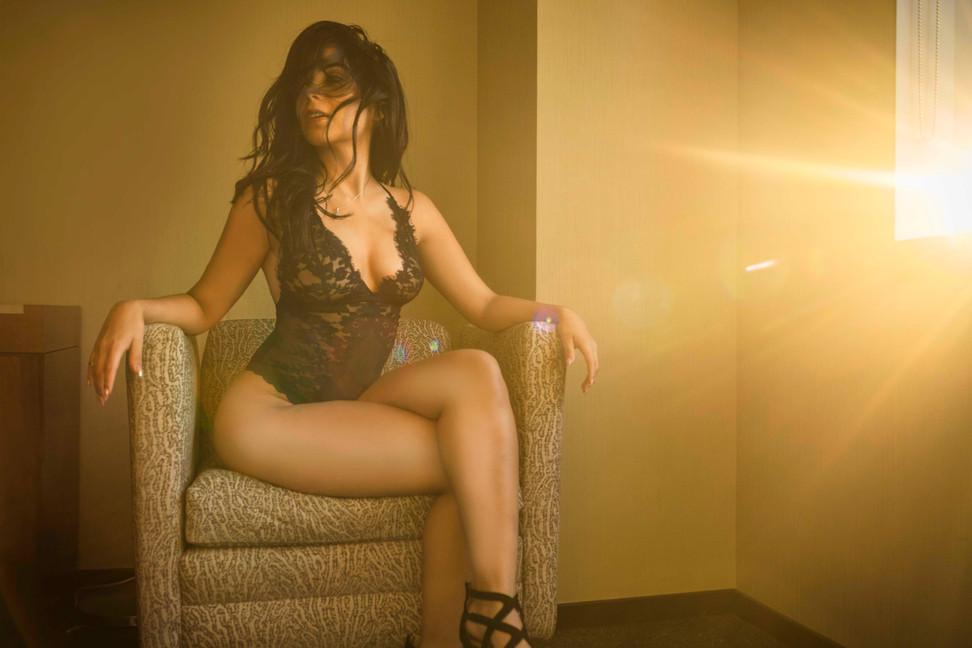 Sexy-classy-lingerie-boudoir-sunshine-though-window