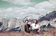 Alpenliebe Paar vor Bergkulisse