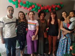 Elizete Carvalho, junto com os voluntários do grupo de apoio adoção GAABH no encontro de natal na casa das meninas no Alípio de Melo. Comissão de Família grupo adoção proporcionando esses encontros.