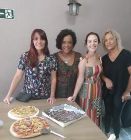 Elizete Carvalho, esteve presente na oficia de pizzas promovida pelo GAABH (Grupo de Apoio a Adoção de Belo Horizonte). A atividade teve como objetivo a participação e aproximação de meninas de 12 a 16 anos, em situação de acolhimento institucional.