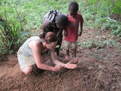 Im_Schulgarten_Gärtnern_mit_Kindern_in_Tansania