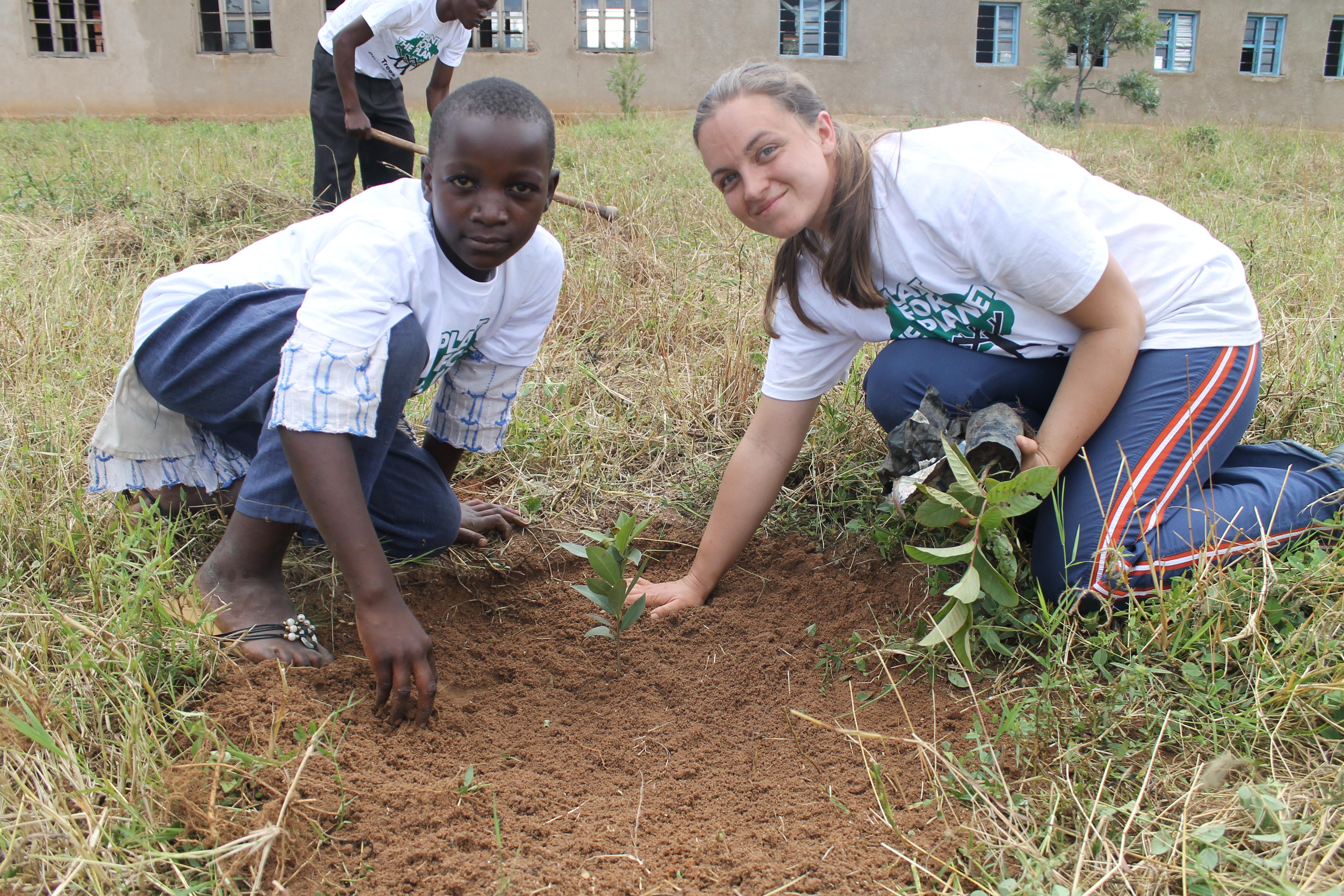 Bäume_pflanzen_mit_Schülern