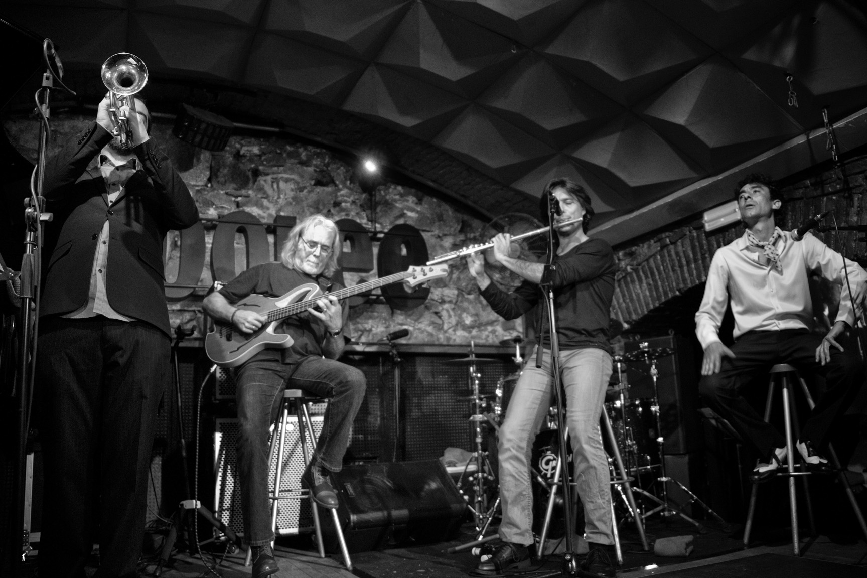 Carles Benavent Trio