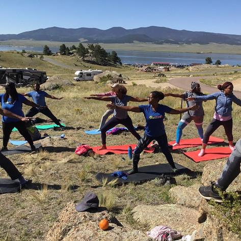 Blackpackers do Yoga