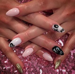 You need a nail artist!