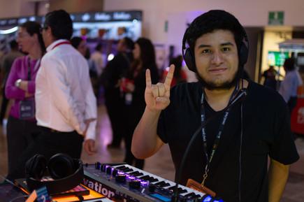 Joven en SoundcheckXpo