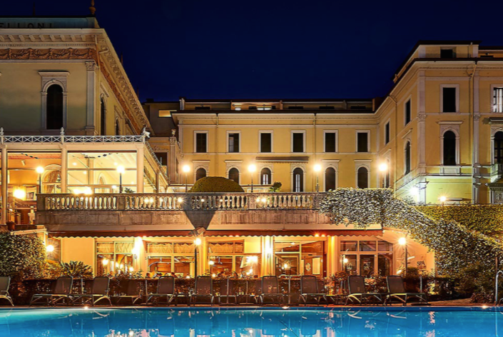 An evening view of the Grand Hotel Villa Serbelloni
