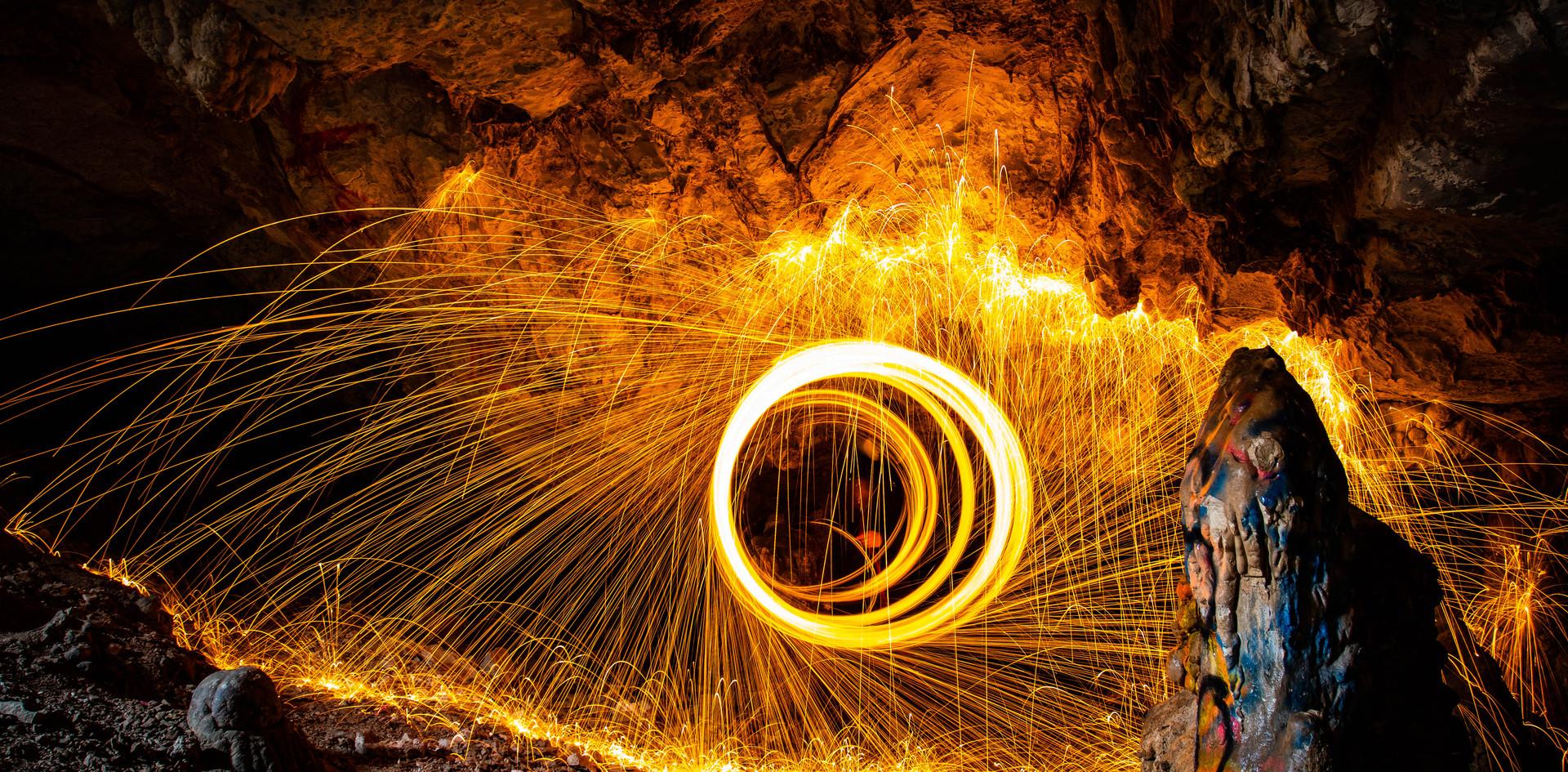 T Vellinga, Circle of light