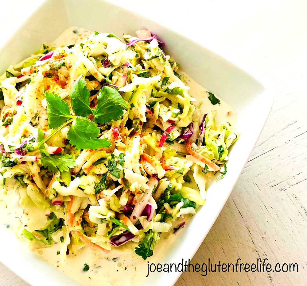Refreshing yet spicy: a new take on this classic cabbage salad!