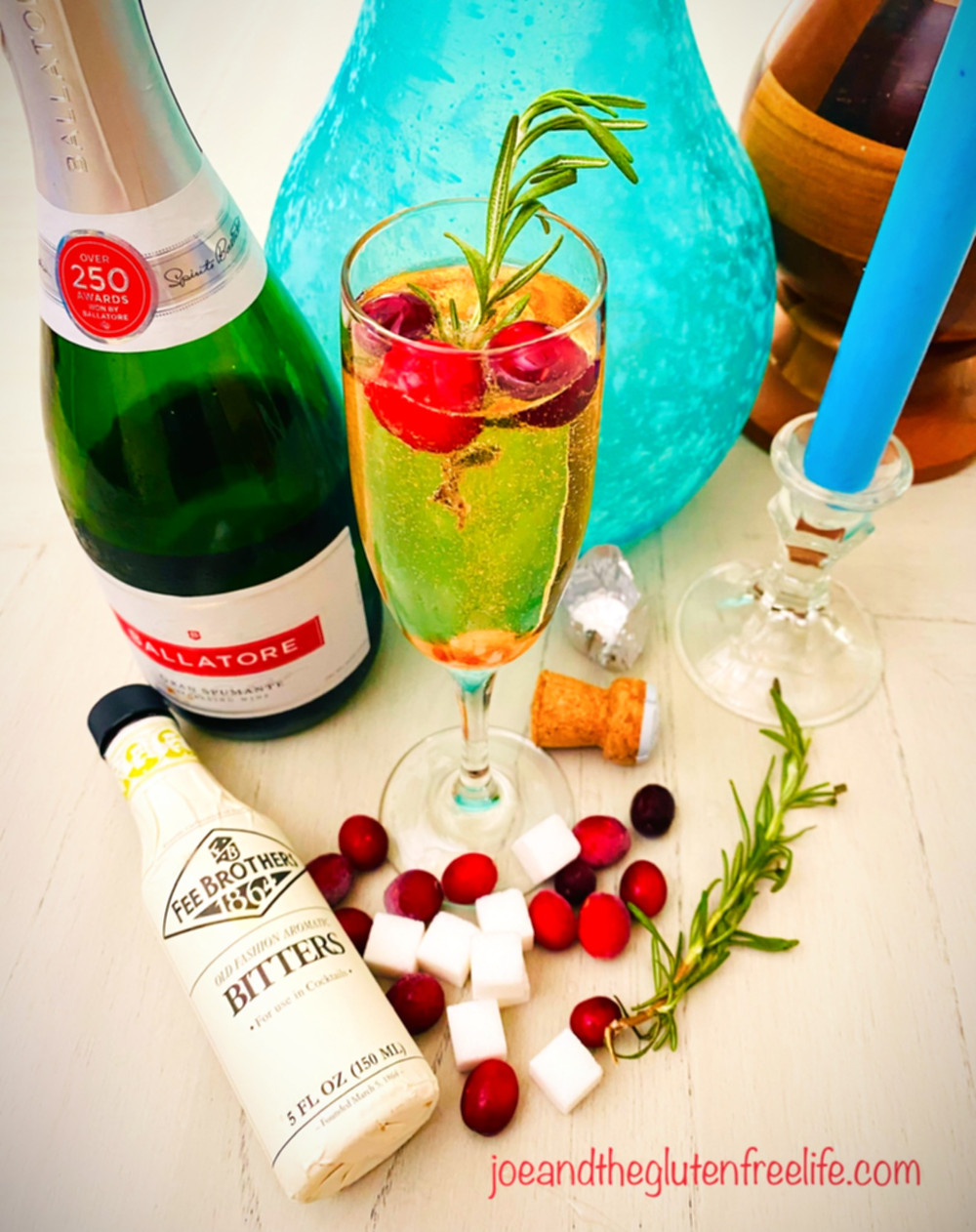 Simple, refreshing, elegant, and above all: easy to make. This Champagne cocktail will be a new favorite of yours!