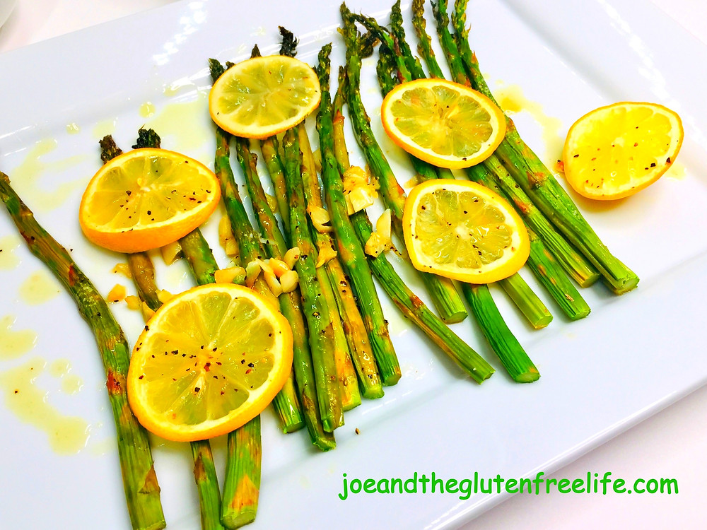 Delicious and easy to make pan-grilled asparagus with garlic and lemons.