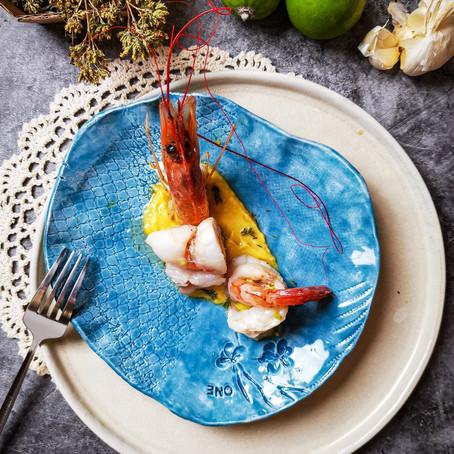 Gamberoni in crosta di Rana Pescatrice su crema di Mango e Sedano