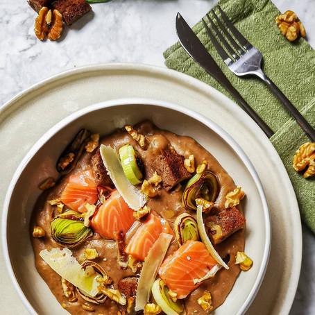 Zuppa di Pane nero, Salmone Affumicato in casa, Grana Padano e Noci