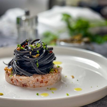 Spaghetto al Nero di Seppia, Tartare di Scampo, fior di cappero e pomodorini secchi