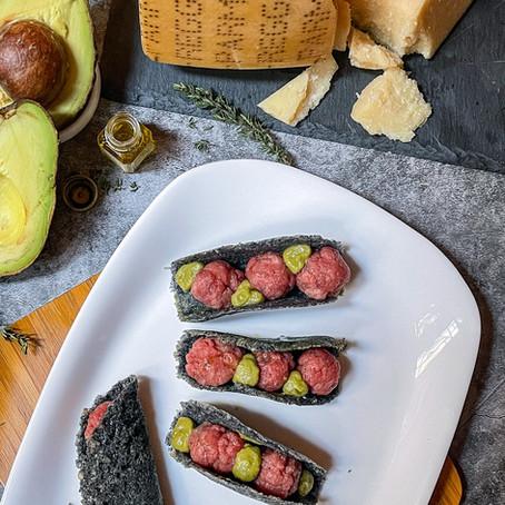 Black Tacos, tartare di Fassona e gocce di Guacamole