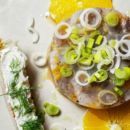 Tartare di Gamberi Grigi, Mandarino, Miele e scorze di Lime ⠀