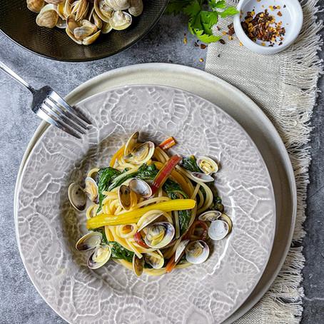 Spaghetto piccante: Vongole & Erbette Colorate