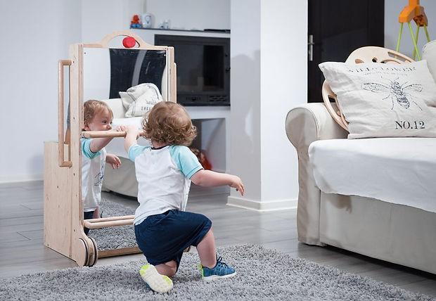 oglinda montessori cu manere