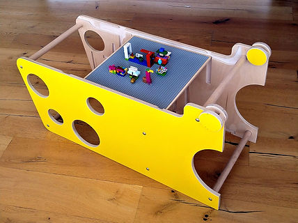 lego pe turn galben.jpg