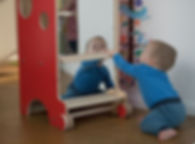 oglinda Montessori pe turn rosu landscap