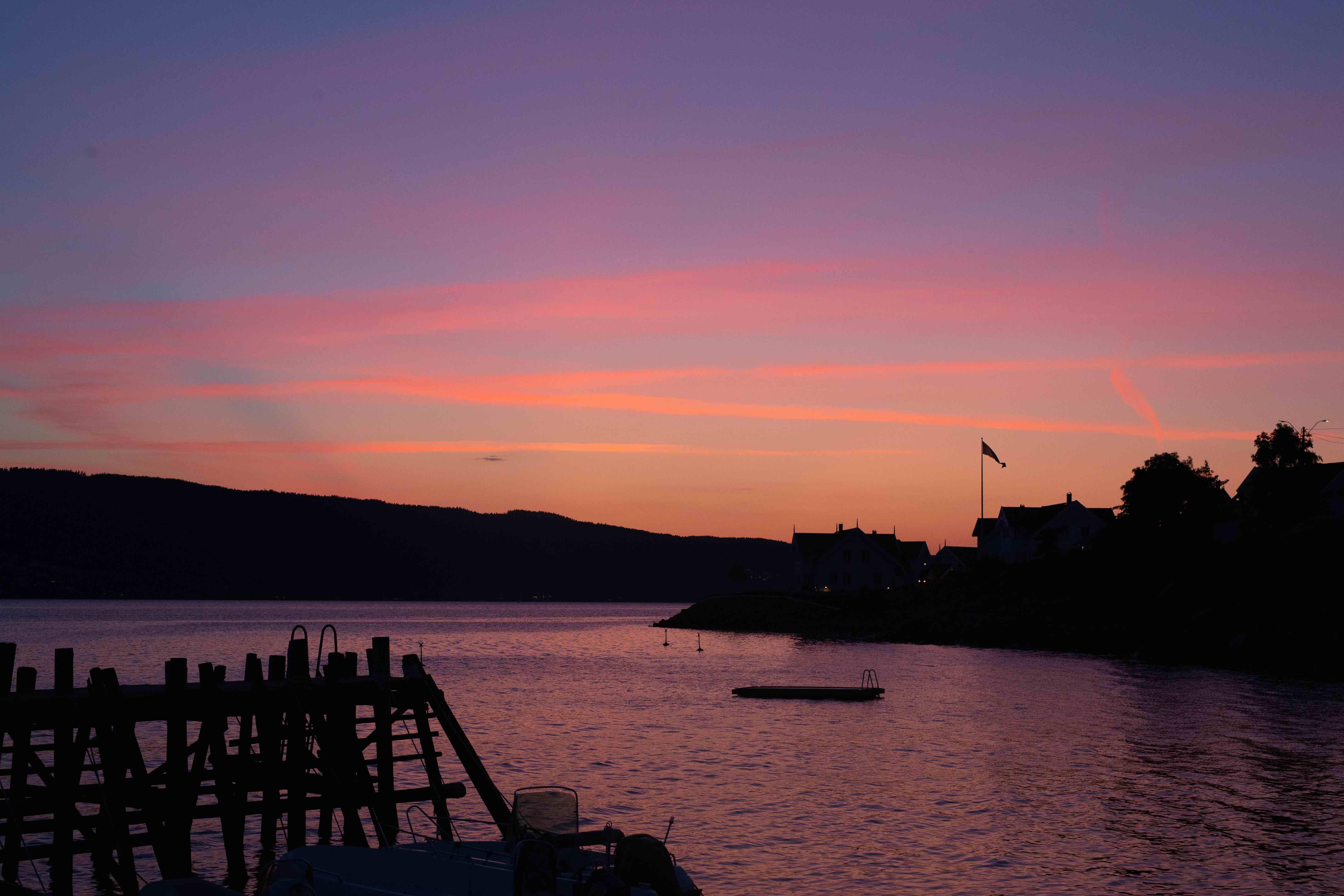 Solnedgang fra sjøboden scene