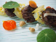 Queue de bœuf, pomme de terre confites à l'huile d'avocat, mimosa, vinaigre Fynbos
