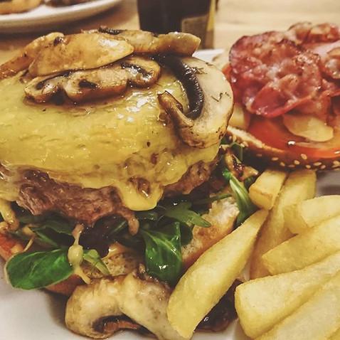 Burger au comté, champignons et bacon