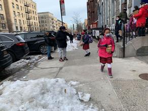 Escuelas de NYC aseguran estar a la par con pautas federales del regreso a clases presenciales