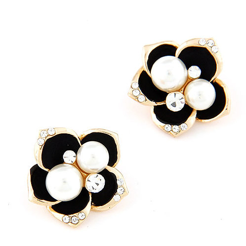 Exquisite Sweet flower Pearl ear studs ( black )