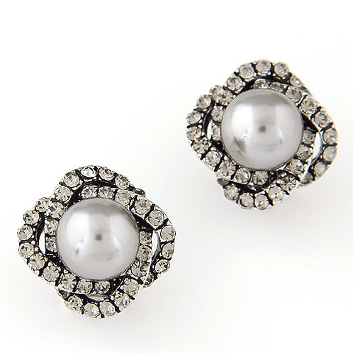 Exquisite Sweet gem embedded four-leaf clover Pearl earrings ear studs