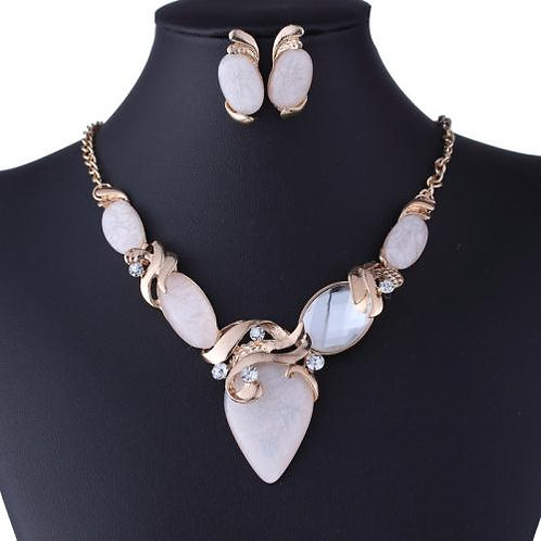 Exaggerated resin & crystal easy match necklace set(white)