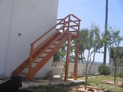 Εξωτερική σκάλα κήπου.png