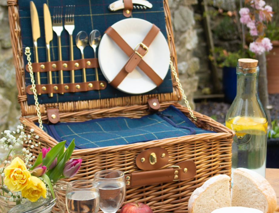 Willow Blue Tweed Picnic Hamper