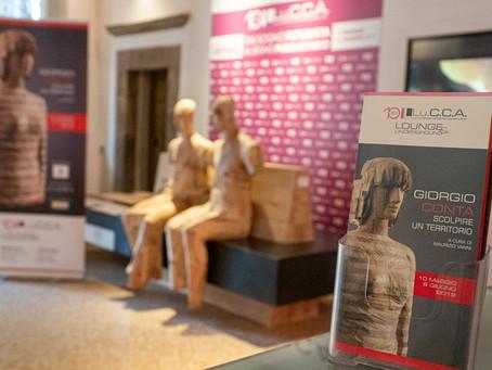 L'arte trentina in mostra a Lucca Il legno si fa arte al servizio del design urbano