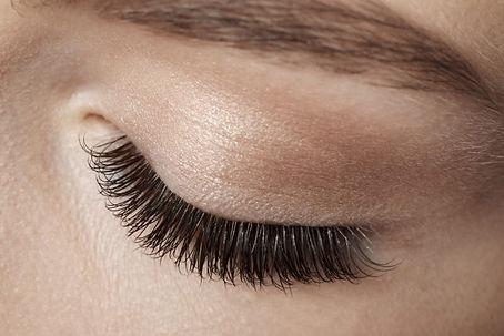Hollywood-makeup-school-eyelash-extensio
