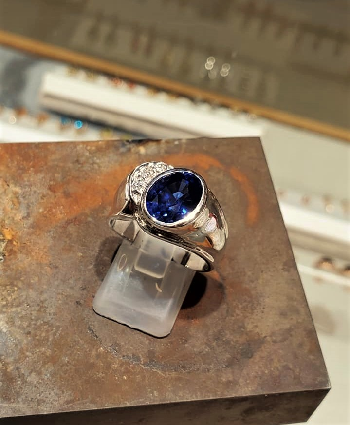 5.32ct Sapphire & Diamonds
