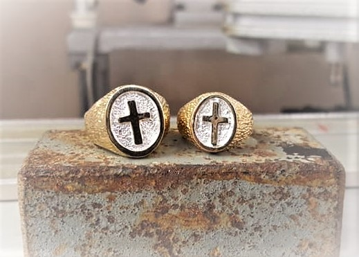 Ladies Cross Ring